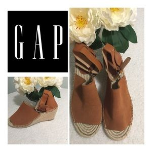 GAP Wedges Size 10